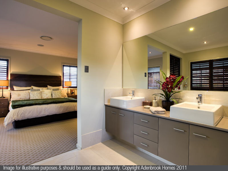 Modern bathroom design with twin basins using chrome - Bathroom Photo 1186310