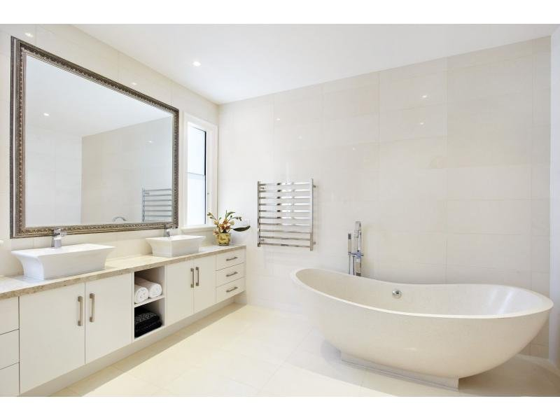 Bathroom design with freestanding bath using ceramic bathroom
