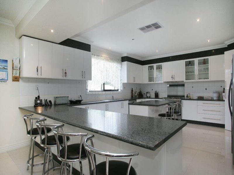 Modern l shaped kitchen design using granite kitchen for Latest kitchen island designs