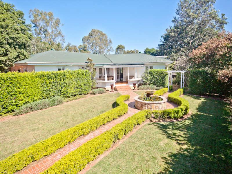 Front Garden Brick Wall Designs Sale Best 20+ Brick wall gardens ...