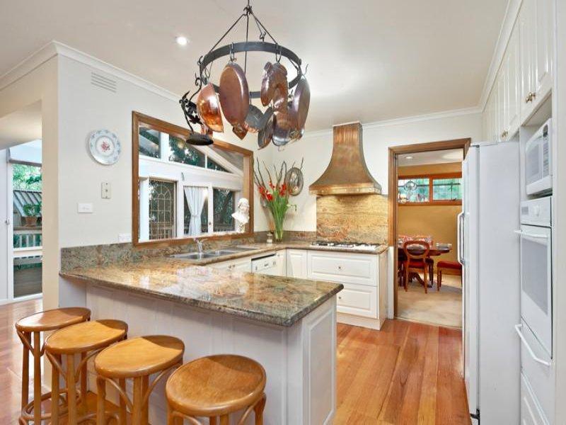 Modern u shaped kitchen design using granite kitchen for Kitchen ideas for queenslanders