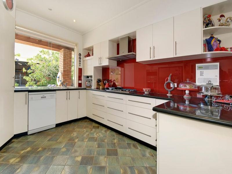 Tiles in a kitchen design from an australian home for Australian kitchen design ideas