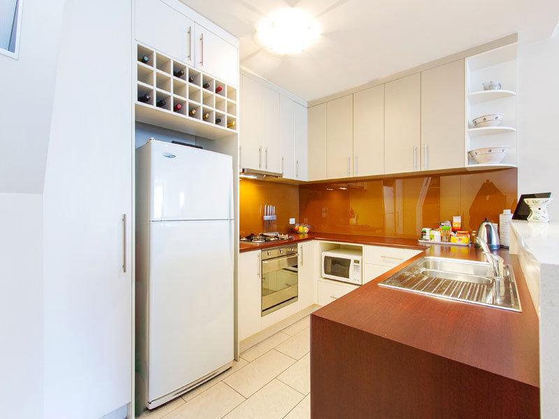 Modern u shaped kitchen design using exposed brick for Modern u shaped kitchen designs