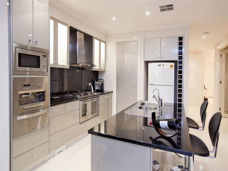 Modern Island Kitchen Design Using Stainless Steel Kitchen Photo