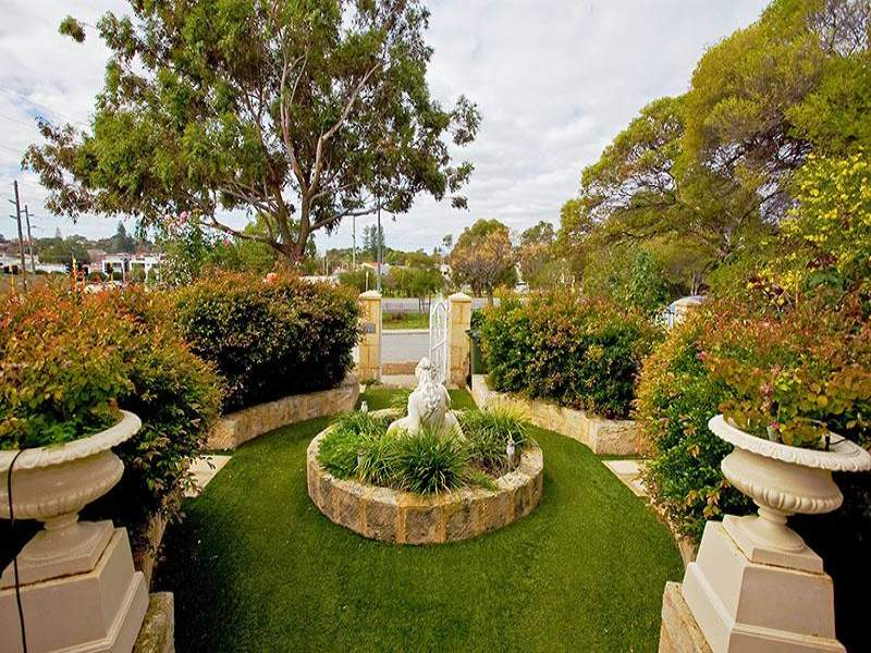 ... Garden Design With Landscaped Garden Design Using Grass With Retaining  Wall Uamp Hedging With Landscaping Flowers