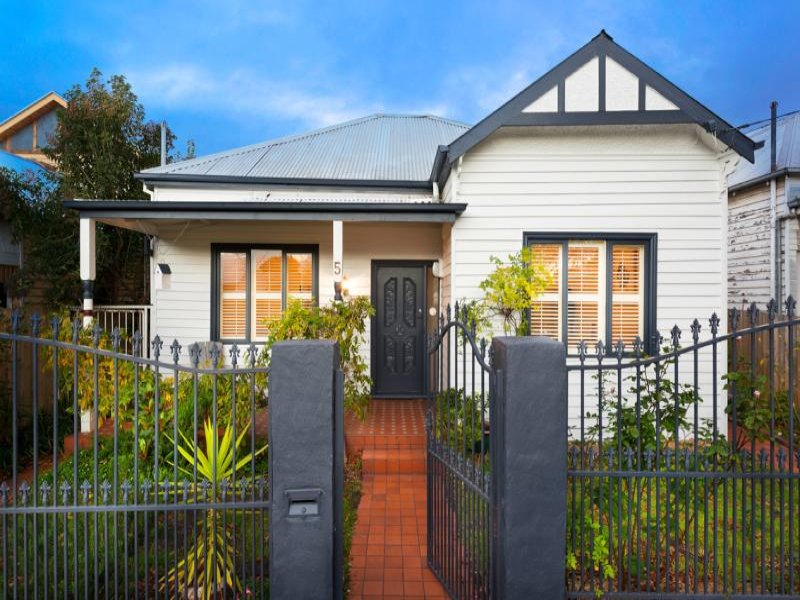Photo of a weatherboard house exterior from real for Exterior house facades