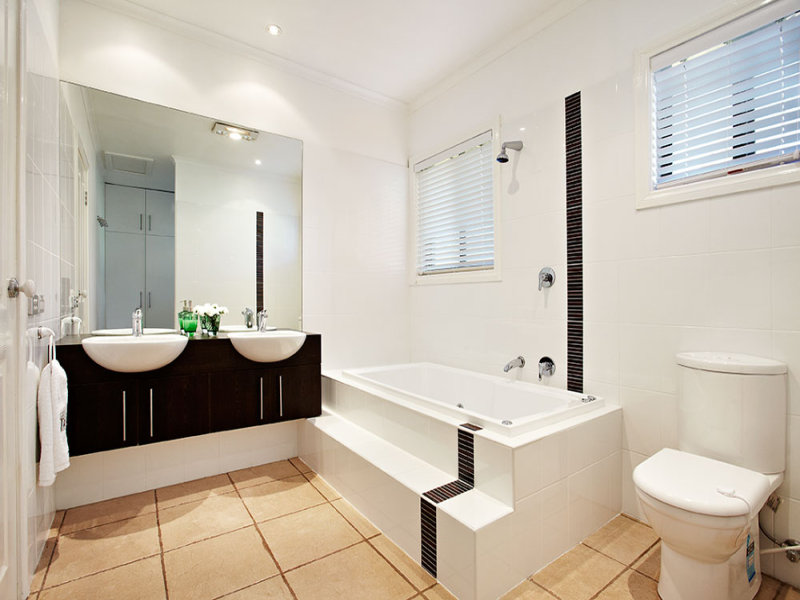 Modern bathroom design with twin basins using ceramic - Bathroom ...