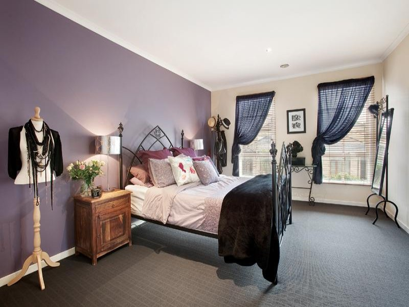 Romantic bedroom design idea with carpet sash windows for Bedroom designs and colours