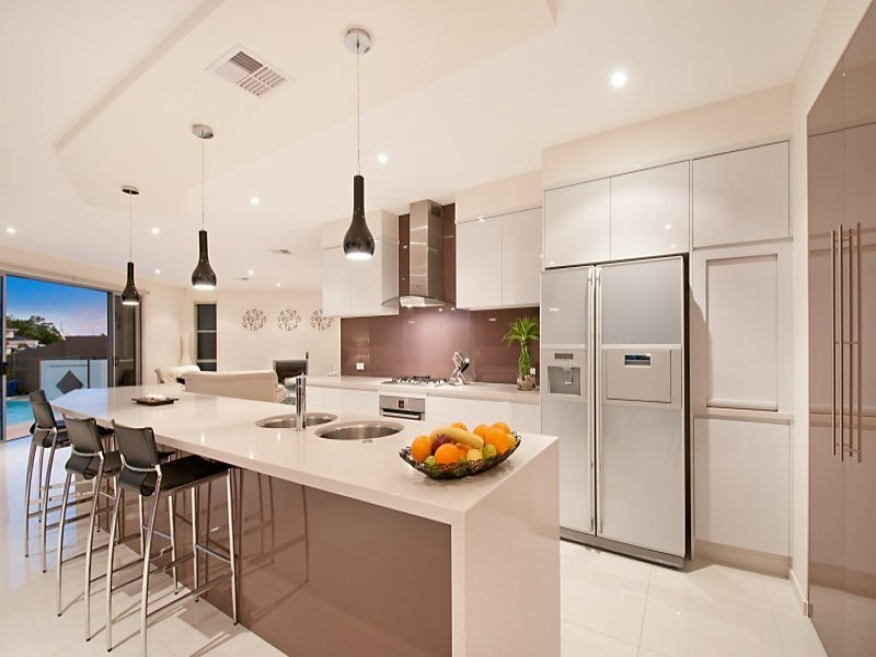 Stainless steel in a kitchen design from an australian for Cocinas con desayunador