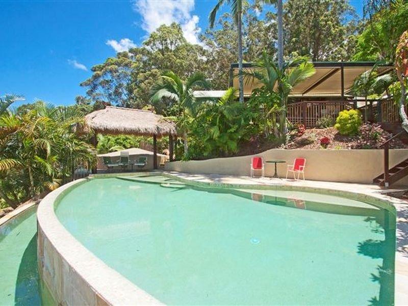 Pools image outdoor furniture setting shade sail 855798 for Piscine da sogno e da record