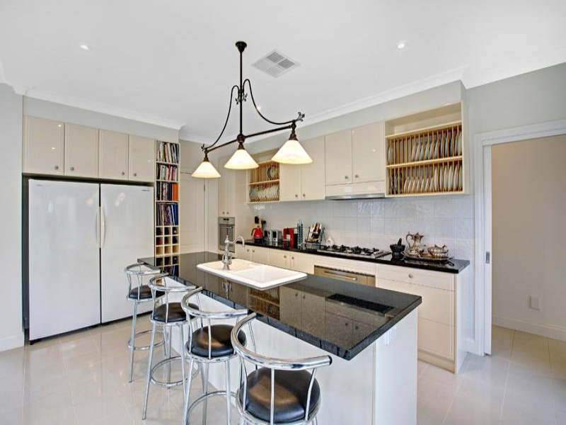 Classic Island Kitchen Design Using Granite   Kitchen Photo 899501