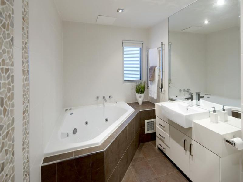 Bathroom Corner : Classic bathroom design with corner bath using ceramic - Bathroom ...