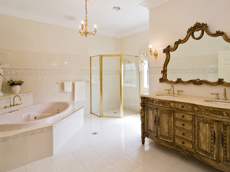 Classic bathroom design with corner bath using ceramic for Classic bathroom ideas