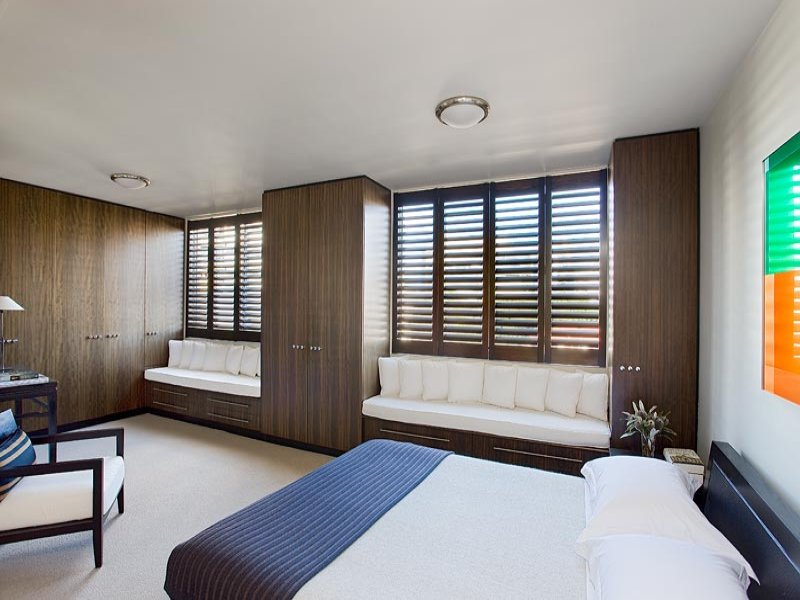 Classic bedroom design idea with wood panelling window for Bedroom ideas window over bed