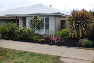 13 Dunes Road, Cowes, Vic 3922