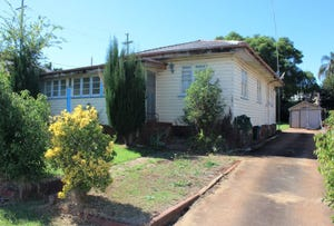 184 Ruthven Street, North Toowoomba, Qld 4350