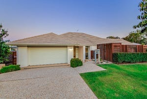 4 Thomson Place, Wakerley, Qld 4154