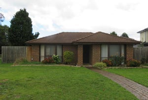 2 Burchall Cres, Rowville, Vic 3178