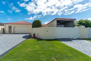 16 Walter Raleigh Crescent, Hollywell, Qld 4216