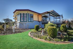 62 CAPES ROAD, Lakes Entrance, Vic 3909