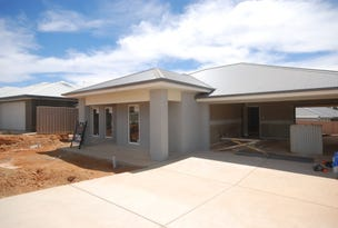 8 Hollows Crescent, Lloyd, NSW 2650
