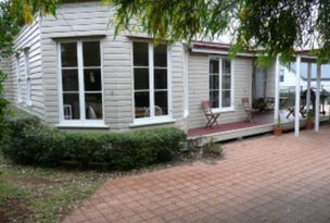 1 Robinson St, North Toowoomba, Qld 4350