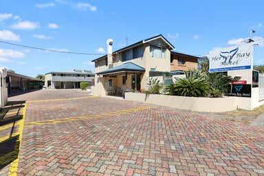 The Hervey Bay Motel, 517-518 Esplanade Urangan QLD 4655 - Image 3