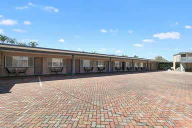 The Hervey Bay Motel, 517-518 Esplanade Urangan QLD 4655 - Image 4