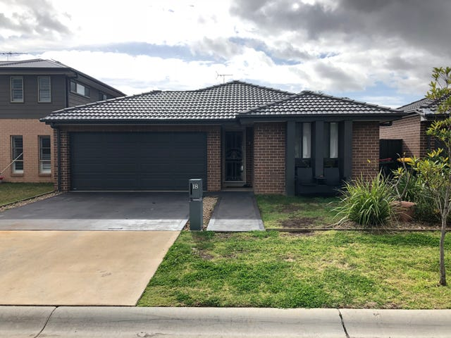 18 Daylesford Crescent, Ropes Crossing, NSW 2760