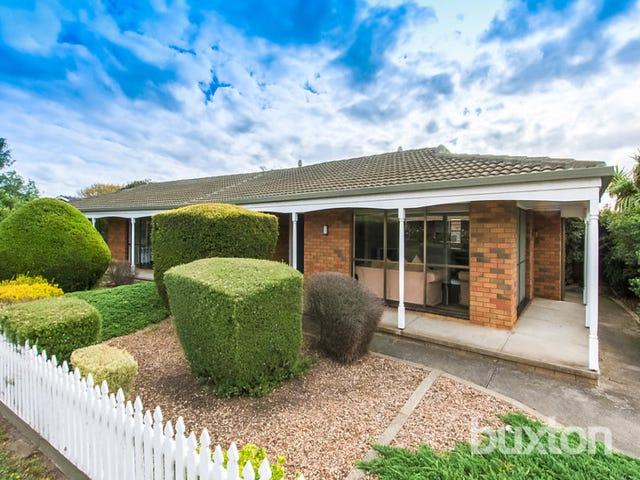 12 Crestmoor Drive, Highton, Vic 3216