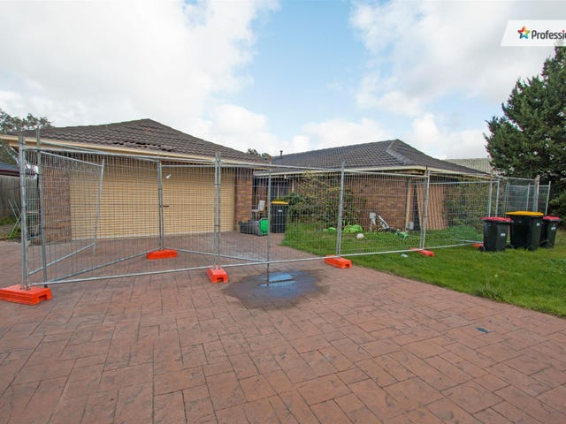 52 Chelmsford Way, Melton West, Vic 3337