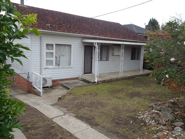 784 Henry Lawson Drive, Picnic Point, NSW 2213