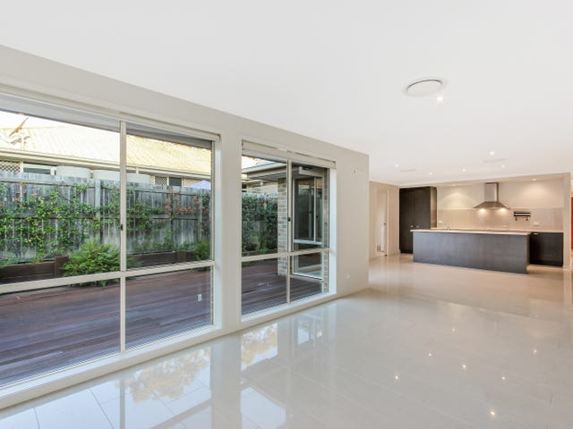 33 Nullarbor Circuit, Forest Lake, Qld 4078