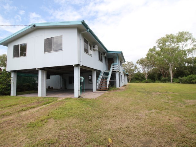 2 Dolphin Cres, Taylors Beach, Qld 4850