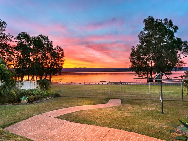 33 The Esplanade, Oak Flats, NSW 2529