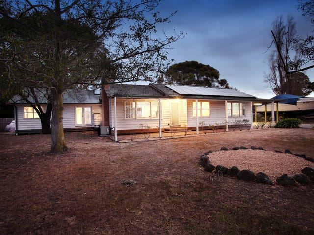 300 MANKS ROAD, Clyde, Vic 3978