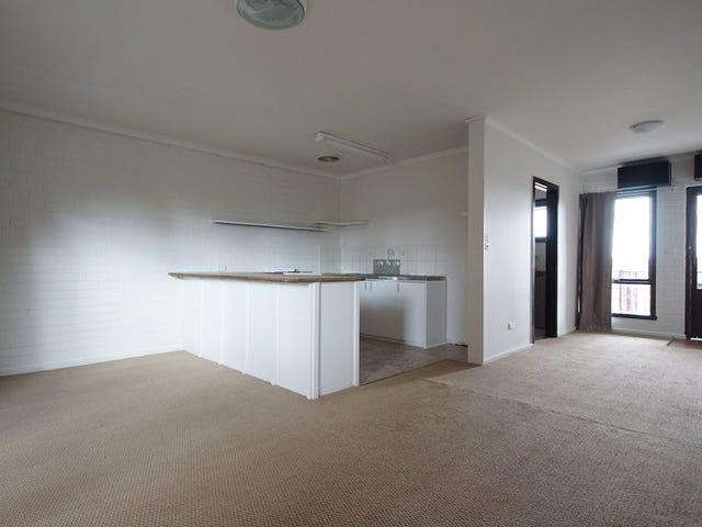Upstairs/9 Yertchuk Avenue, Ashwood, Vic 3147
