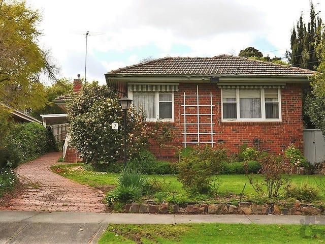 7 McComas Grove, Burwood, Vic 3125