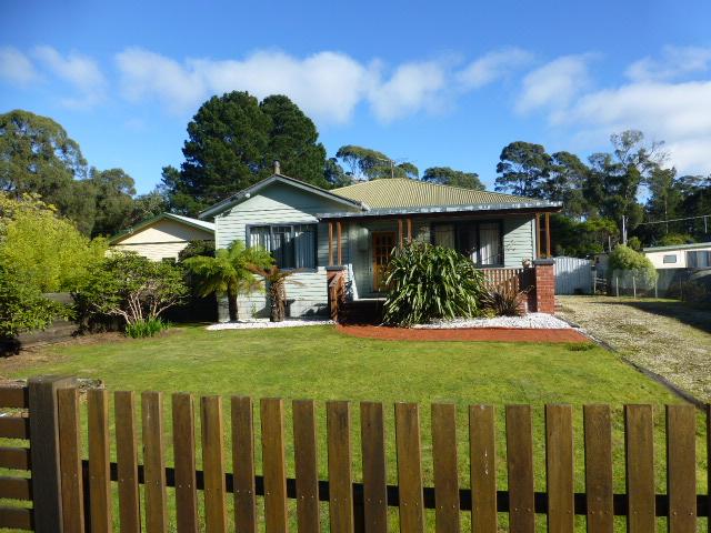 2 Honeysuckle Avenue, Sisters Beach, Tas 7321