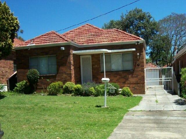 14 Coolongatta Rd, Beverly Hills, NSW 2209