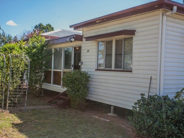 19 Russell Street, Chinchilla, Qld 4413