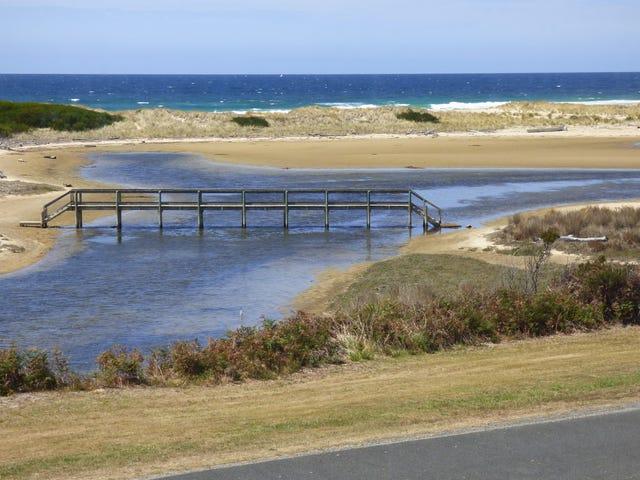 2 Lagoon Esplanade, Scamander, Tas 7215