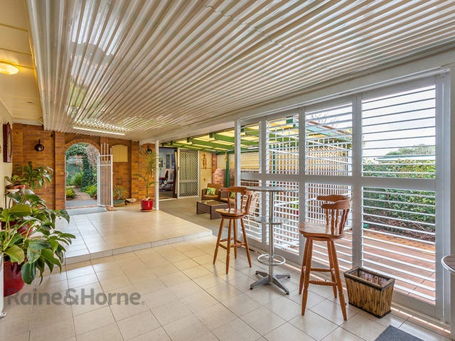25 Welcombe Avenue, Rockville, Qld 4350