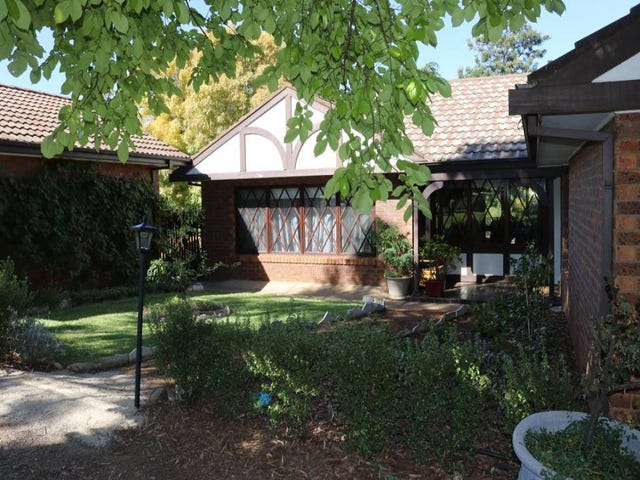 2 Nuthall Crescent, Young, NSW 2594
