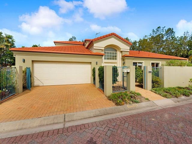 2 Sternway Place, Clear Island Waters, Qld 4226