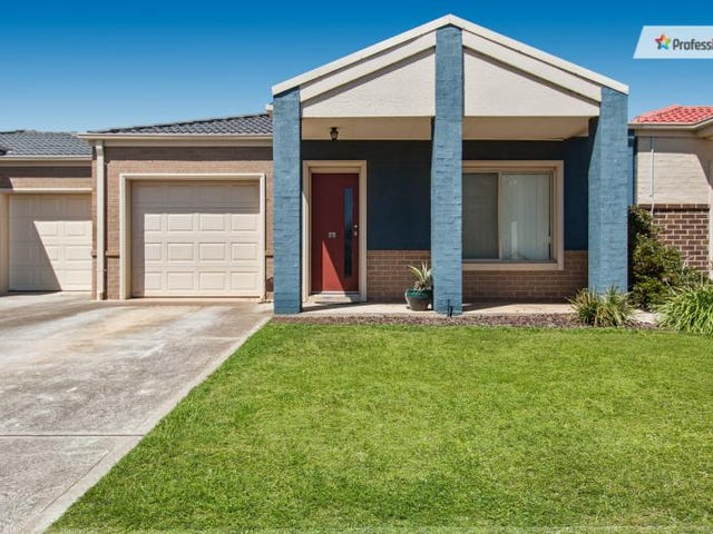 25/15-17 Crestmont Drive, Melton South, Vic 3338