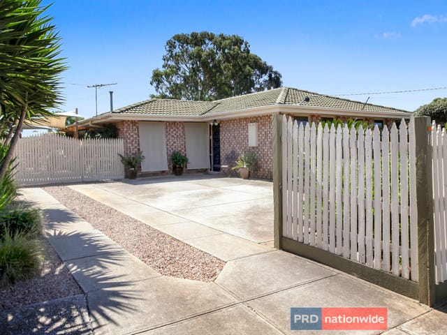 11 Flinders Road, Melton South, Vic 3338