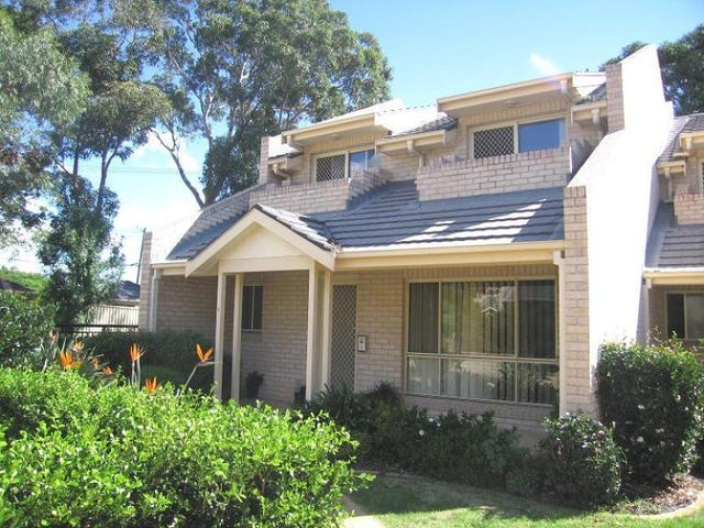 1/831 Henry Lawson Drive, Picnic Point, NSW 2213