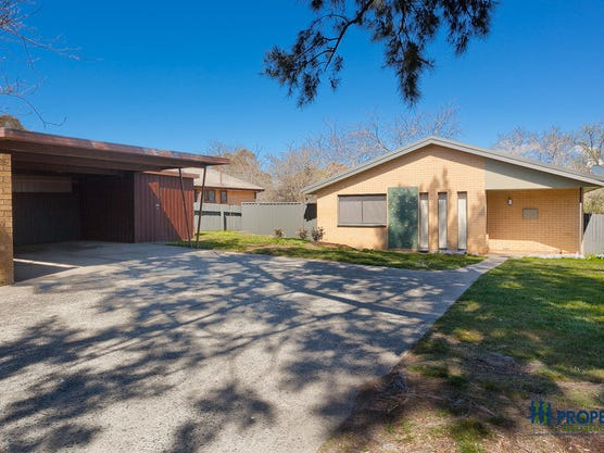 8 Warby Place, Charnwood, ACT 2615