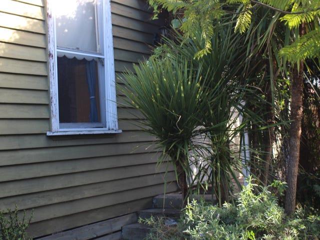 1 Leslie Street, Newtown, Vic 3220